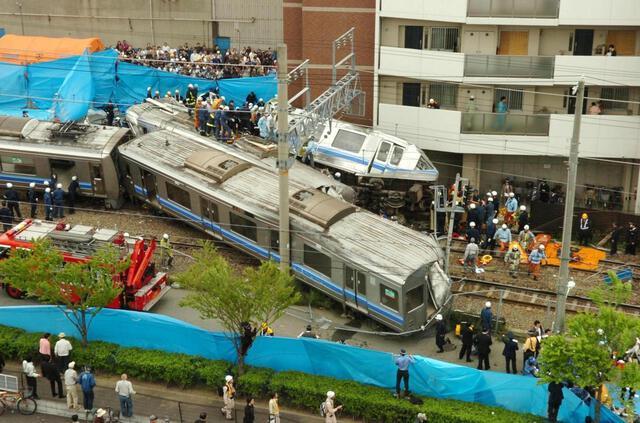 「人が死ぬってこんなんなんや」脱線事故、車両乗車者の証言